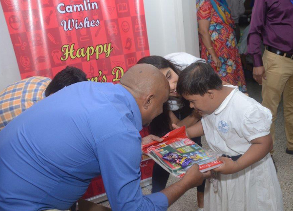 jay-vakeel-kids-and-cmalin-childrens-day-3